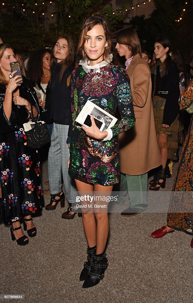 Burberry September 2016 Collection - Backstage : News Photo
