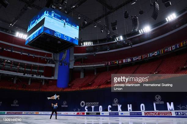 Alexa Knierim and Brandon Frazier of the United States compete in the Pairs Free Skating during day two of the the ISU World Figure Skating...