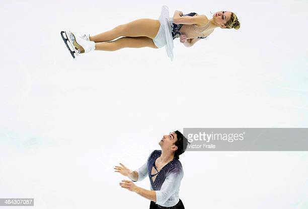 Alexa Scimeca and Chris Knierim of USA compete in the Pairs Short Program event during the Four Continents Figure Skating Championships on January 22...