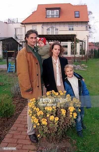 Alexa Wiegandt, Lebensgefährte Alexander Wiedl , Kinder, Sohn David, Tochter Lea, Familie, Garten, Haus, Natur, Wiese, Blumen, Berlin, Deutschland,...