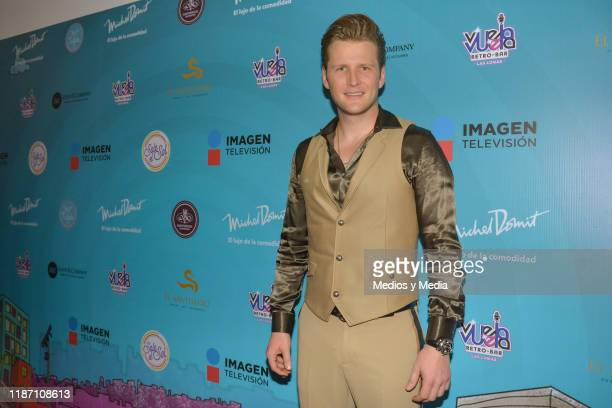Alexander Acha poses for photos during the Red Carpet of 'Sale El Sol' third anniversary party on November 11, 2019 in Mexico City, Mexico.