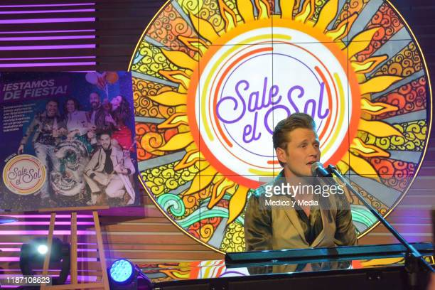 Alexander Acha sang during 'Sale El Sol' third anniversary party on November 11, 2019 in Mexico City, Mexico.