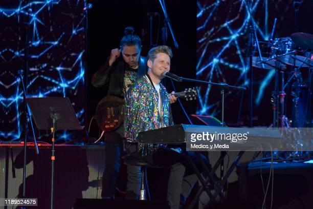 Alexander Acha sang his mayor hits at Billboard Awards 2019 at Arena Ciudad de México on November 22, 2019 in Mexico City, Mexico.