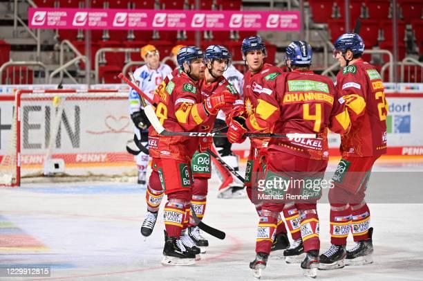 Alexander Barta, Maximilian Kammerer, Jerome Flaake, Johannes Johannesen and Alexander Dersch of the Duesseldorfer EG celebrate after scoring the 1:3...
