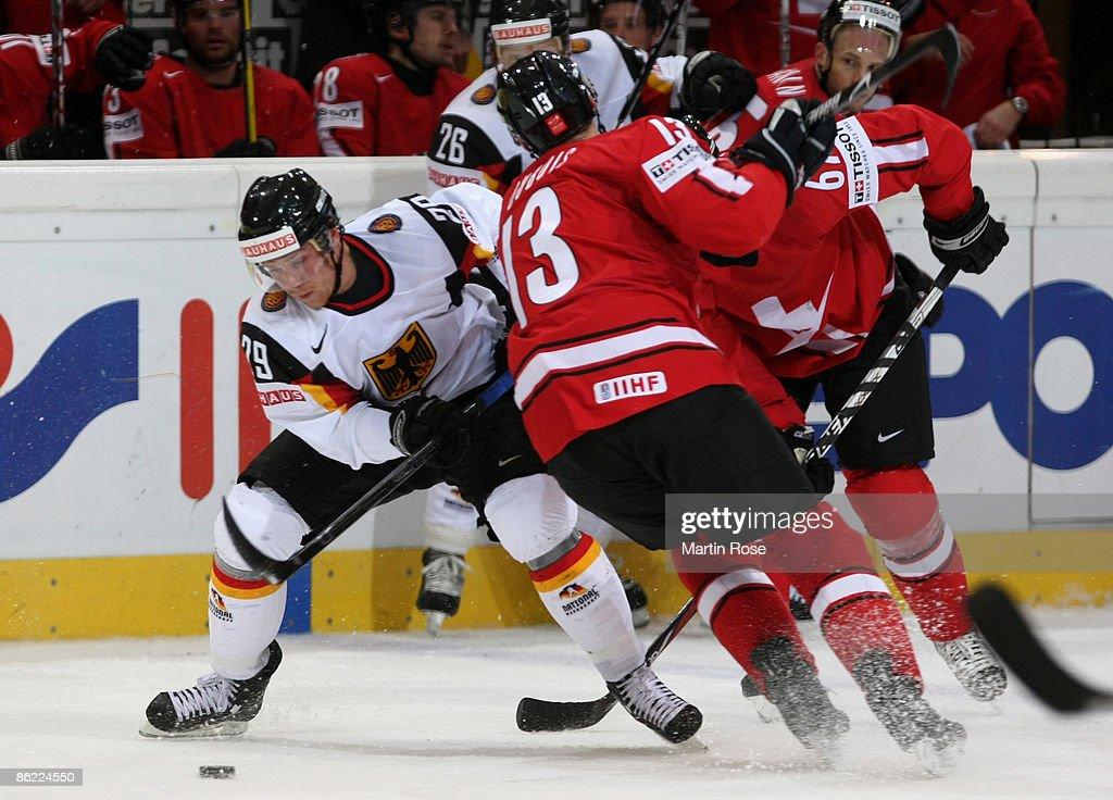 Switzerland v Germany - IIHF World Championship 2009 : News Photo