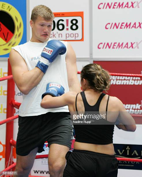 Alexander Dimitrenko and Susi Kentikian in action before the training session of Zsolt Erdei and Mehdi Sahnoune on June 29 2005 in Hamburg Germany...