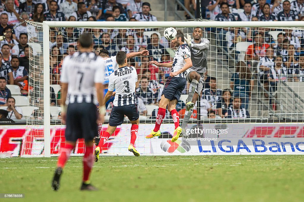 Monterrey v Puebla - Torneo Apertura 2016 Liga MX