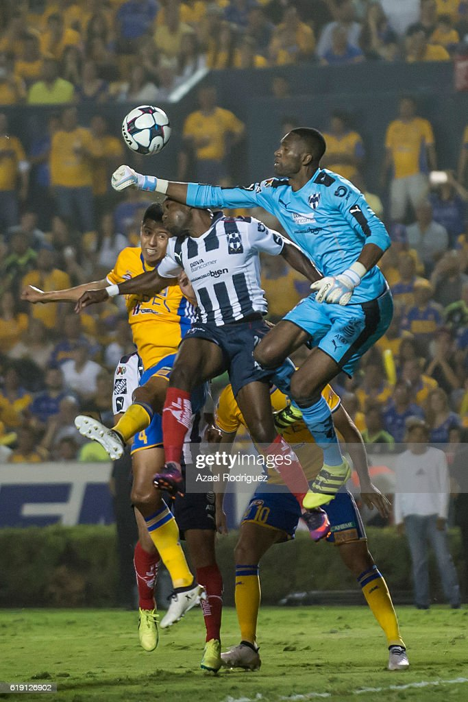 Tigres UANL v Monterrey - Torneo Apertura 2016 Liga MX