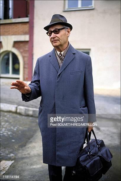 Alexander Dubcek leaves for Prague Czech Republic on November 24 1989