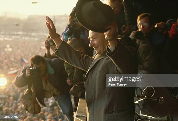 Alexander Dubcek speaks to a crowd of 500000 Czechoslovakians upon his return to Prague during the Velvet Revolution Dubcek returned to Prague on...