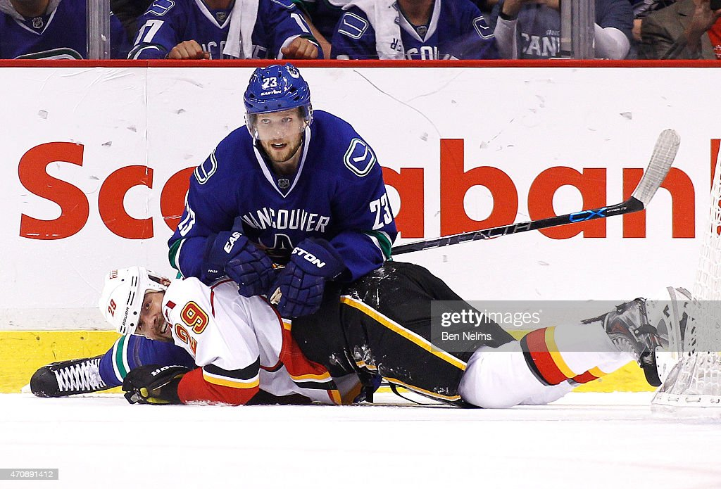 Calgary Flames v Vancouver Canucks - Game Five : News Photo