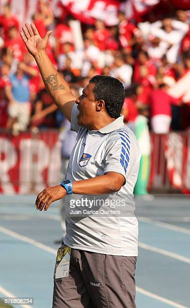 Alexander Escobar coach of Orsomarso gives instructions to his players during a match between America de Cali and Orsomarso as part of round 3 of...
