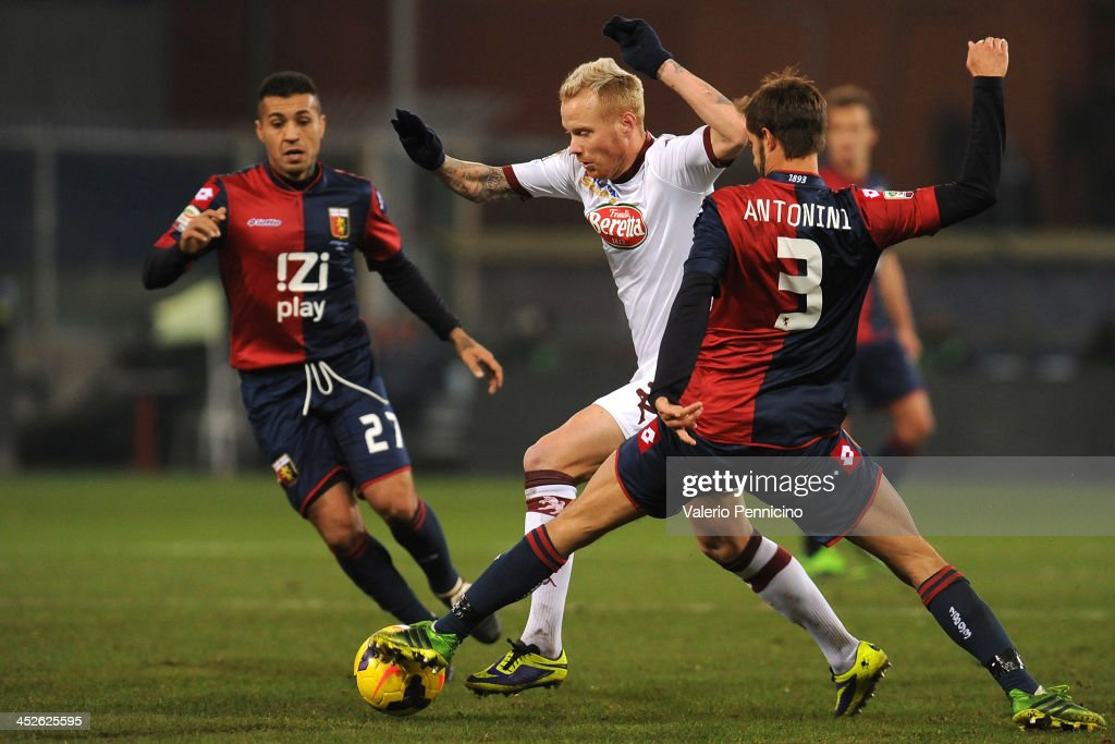 Alexander Farnerud (C) of Torino FC is challenged by Luca Antonini of Genoa CFC during the Serie A match between Genoa CFC and Torino FC at Stadio Luigi Ferraris on November 30, 2013 in Genoa, Italy.