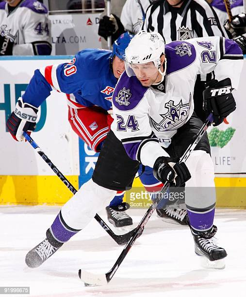 Alexander Frolov of the Los Angeles Kings skates against the New York Rangers on October 14 2009 at Madison Square Garden in New York City The...