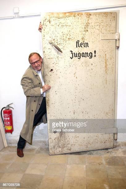 Alexander Held alias Ludwig Schaller at a historic door in the basement of Arcisstr 12 during the 'Muenchen Mord' series 'die ganze Stadt ein Depp'...