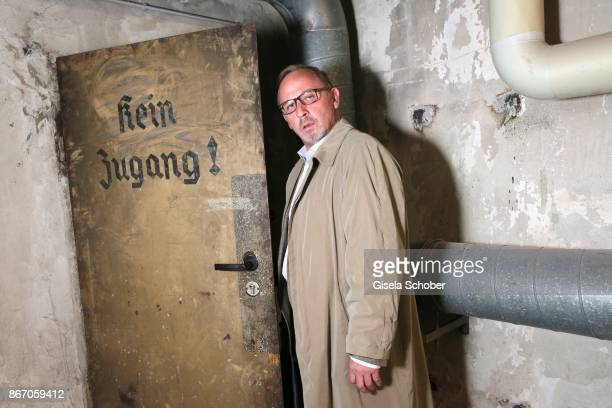 Alexander Held alias Ludwig Schaller in the basement of Arcisstr 12 during the 'Muenchen Mord' series 'die ganze Stadt ein Depp' on set photo call on...
