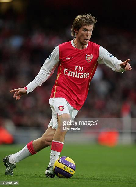Alexander Hleb of Arsenal in action during the Barclays Premiership match between Arsenal and Newcastle United at the Emirates Stadium on November 18...