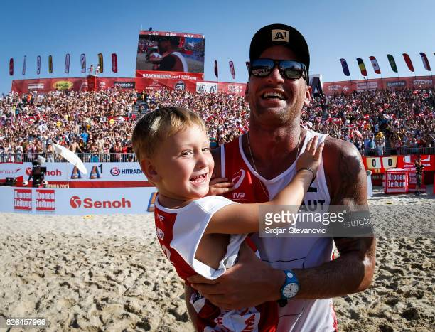 Alexander Horst of Austria celebrate with his son after the Men's Main draw elimination match between Austria and Qatar on August 4 2017 in Vienna...