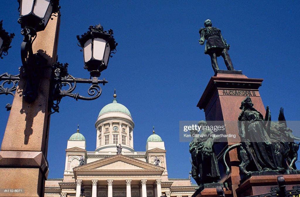 Alexander II statue and Lutheran Cathedral, Helsinki, Finland, Scandinavia, Europe : Foto de stock