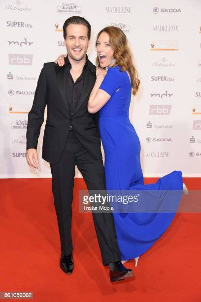 Alexander Klaws and Willemijn Verkaik of the musical Ghost attend the 'Goldene Henne' on October 13 2017 in Leipzig Germany