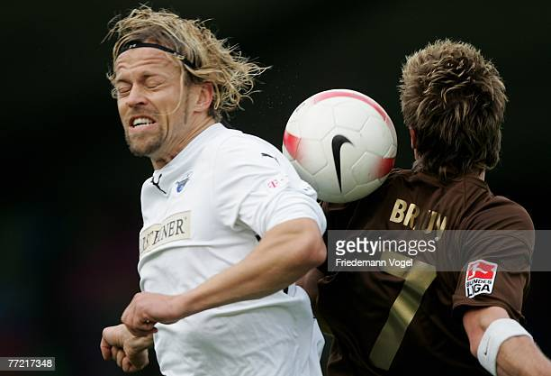 Alexander Loebe of Paderborn fights for the ball with Marvin Braun of St.Pauli during the Second Bundesliga match between FC St.Pauli and SC...