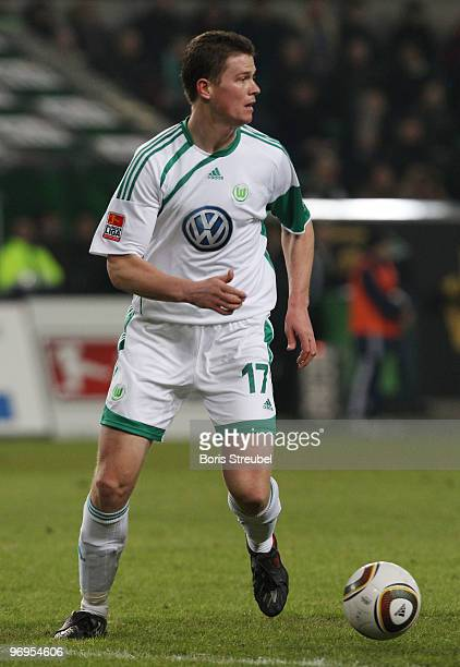 Alexander Madlung of Wolfsburg runs with the ball during the Bundesliga match between VfL Wolfsburg and FC Schalke 04 at Volkswagen Arena on February...