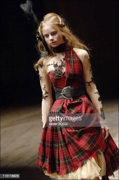 Alexander Mc Queen fallwinter 2006 2007 readytowear show in Paris France on March 03 2006