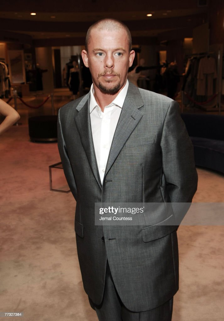 Alexander McQueen Personal Appearance at SAKS Fifth Ave - May 1, 2006 : News Photo
