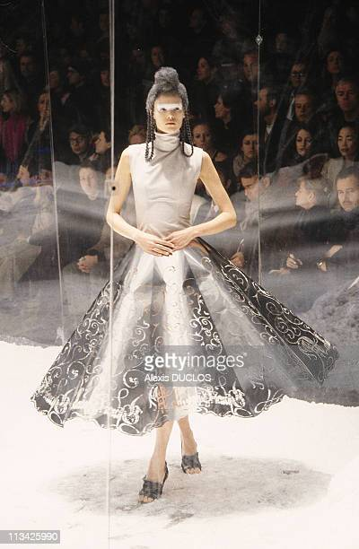 Alexander Mcqueen's Fashion Show On February 23rd 1999 In LondresGrandeBretagne