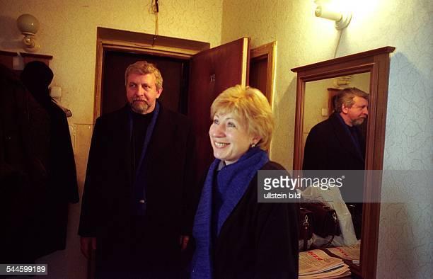 Alexander Milinkiewitsch Politiker parteilos Weissrussland Praesidentschaftskandidat der Opposition mit Ehefrau Inna