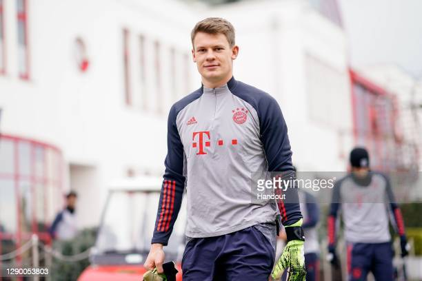 Alexander Nübel of FC Bayern München arrives for a training session ahead of the UEFA Champions League Group A stage match between FC Bayern Muenchen...