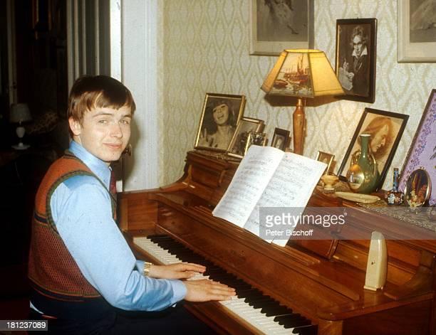 Alexander Nefedov Boston/Amerika/USA Klavier Musikinstrument spielen Promis Prominenter Prominente