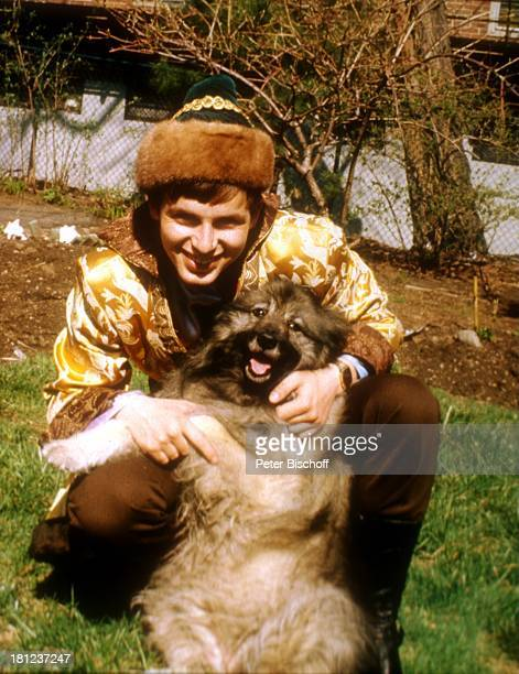Alexander Nefedov Hundedame Boston/Amerika/USA Tracht Kostüm Tier Hund Promis Prominenter Prominente