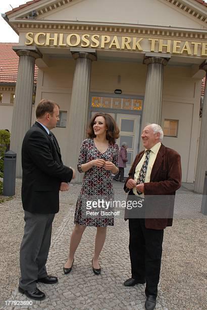 Alexander Nefedov Jasmin Wagner Dieter Hallervorden vor MusikTheaterstück Alexandra Glück und Verhängnis eines Stars SchlossparkTheater Berlin...