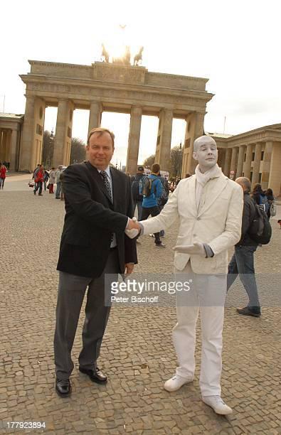 Alexander Nefedov mit Pantomime, vor Brandenburger Tor, Berlin, Deutschland, Europa,