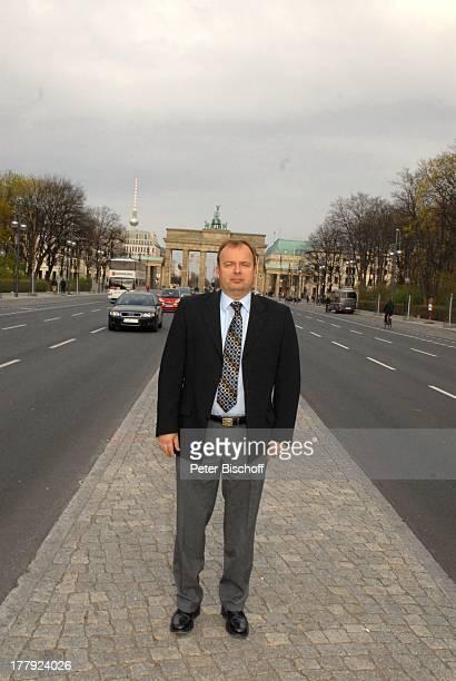 Alexander Nefedov Straße des 17 Juni vor Brandenburger Tor Berlin Deutschland Europa