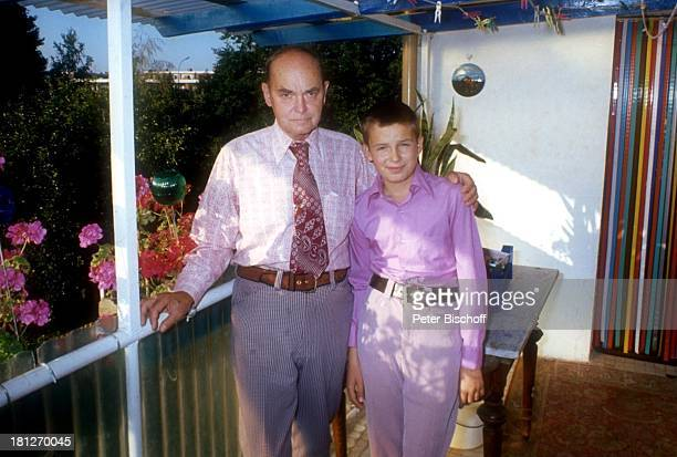 Alexander Nefedov Vater Nicholas Nefedov Homestory Boston Veranda umarmen Krawatte Promis Prominenter Prominente
