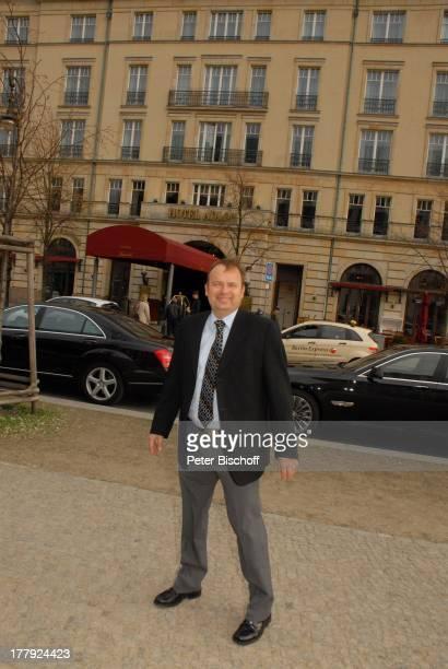 Alexander Nefedov vor 'Hotel Adlon' Berlin Deutschland Europa