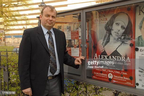 """Alexander Nefedov , vor Musik-Theaterstück """"Alexandra - Glück und Verhängnis eines Stars"""" , Schlosspark-Theater, Berlin, Deutschland, Europa, Plakat,"""