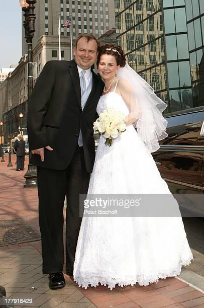 Alexander NefedovSkovitan Ehefrau Anna Roche Hochzeit Boston Massachusetts Nordamerika USA Amerika Wolkenkratzer Limousine Auto Braut Bräutigam...