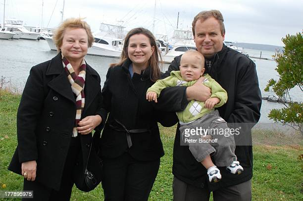 Alexander Nefedov-Skovitan , Ehefrau Anna Roche mit Mutter Tatjana, Sohn George , Yacht-Hafen, Plymouth , Massachussetts, Nordamerika, USA, Amerika,...