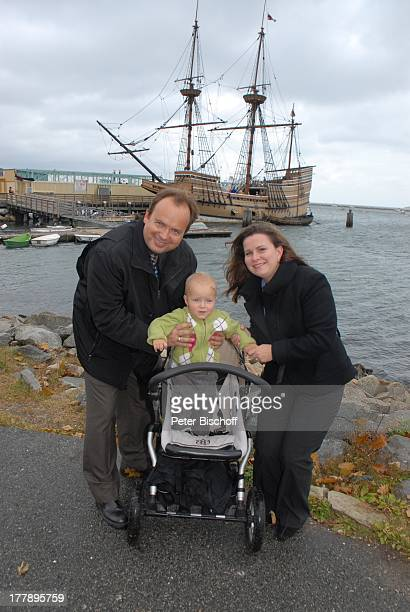 Alexander NefedovSkovitan Ehefrau Anna Roche Sohn George Hafen Plymouth Massachussetts Nordamerika USA Amerika Segelschiff Mayflower II Schiff Kind...