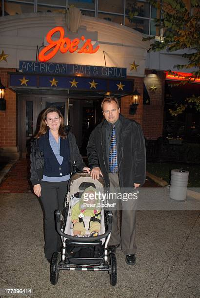 Alexander NefedovSkovitan Ehefrau Anna Roche Sohn George Restaurant Joe's Plymouth Massachussetts Nordamerika USA Amerika Kind Kinderwagen Familie