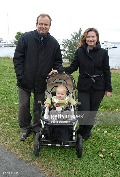 Alexander Nefedov-Skovitan , Ehefrau Anna Roche, Sohn George , Yacht-Hafen, Plymouth , Massachussetts, Nordamerika, USA, Amerika, Boote, Kind,...