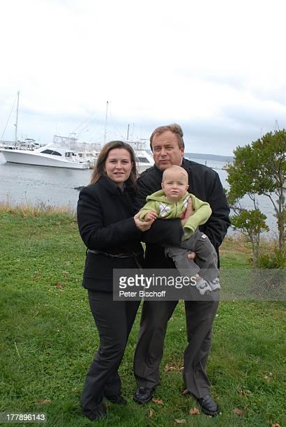 Alexander NefedovSkovitan Ehefrau Anna Roche Sohn George YachtHafen Plymouth Massachussetts Nordamerika USA Amerika Boote Kind Familie