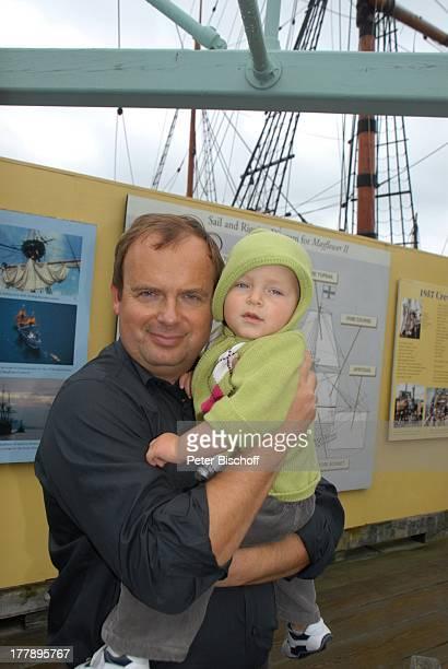 "Alexander Nefedov-Skovitan , Sohn George , Hafen, Plymouth , Massachussetts, Nordamerika, USA, Amerika, Segelschiff ""Mayflower II"" , Schiff, Kind,"