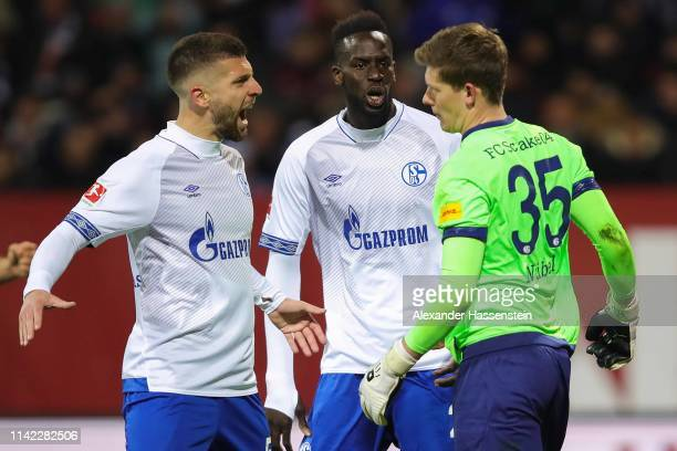 Alexander Nubel of FC Schalke 04 reacts with his team mates after Hanno Behrens of FC Nuernberg missed a penalty shot during the Bundesliga match...