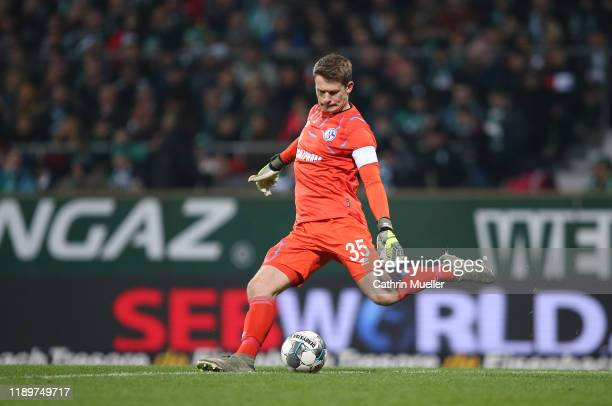 Alexander Nuebel, goalkeeper of FC Schalke 04 runs with the ball during the Bundesliga match between SV Werder Bremen and FC Schalke 04 at Wohninvest...