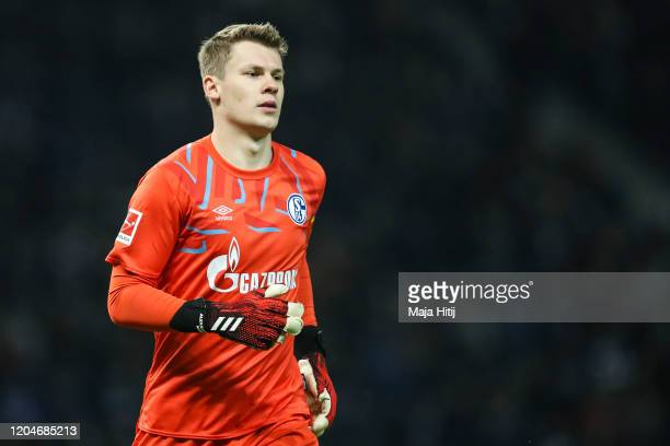 Alexander Nuebel of FC Schalke 04 looks on during the Bundesliga match between Hertha BSC and FC Schalke 04 at Olympiastadion on January 31, 2020 in...