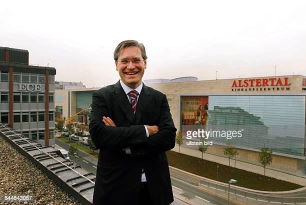 Alexander Otto Geschäftsführer der ECE Projektmanagement GmbH Co KG Aufsichtsrat der OttoGruppe vor dem Alstertal Einkaufszentrum